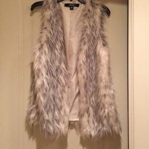 Kensie faux fur vest. Sz M